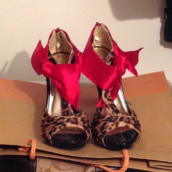 1ef7f0d4dc9 ❤️Cheetah print heels with red bow